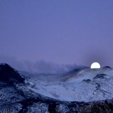 Tramonto di luna sull' Etna
